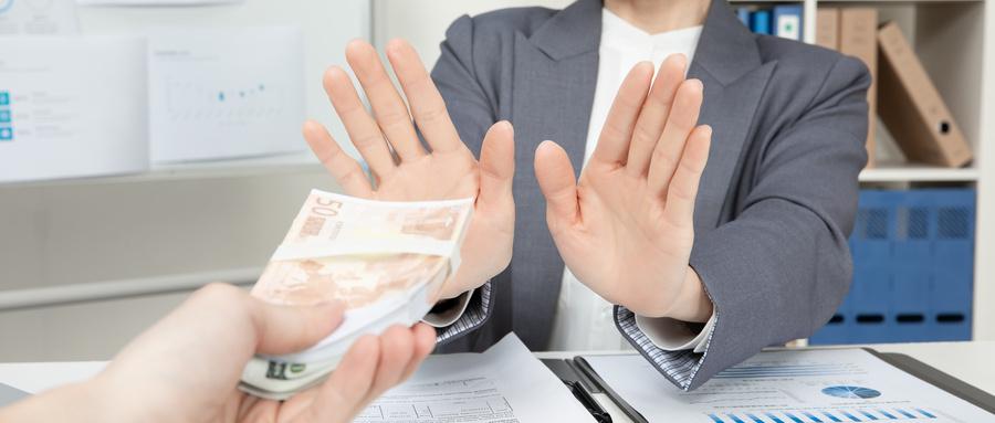 攝圖網_501561673_wx_商務女性財會拒絕賄賂(非企業商用).jpg